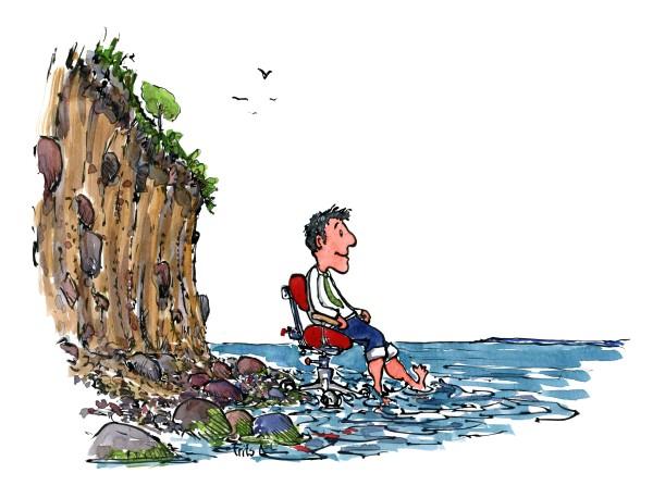 illustration af mand med slips, i kontorstol, der sidder ved en klint og kigger smilende på havet. Tegning af Frits Ahlefeldt